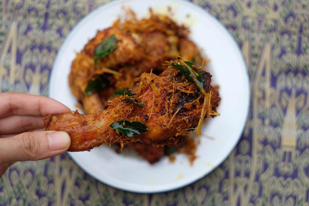Make Malaysian fried chicken with 12 local spices