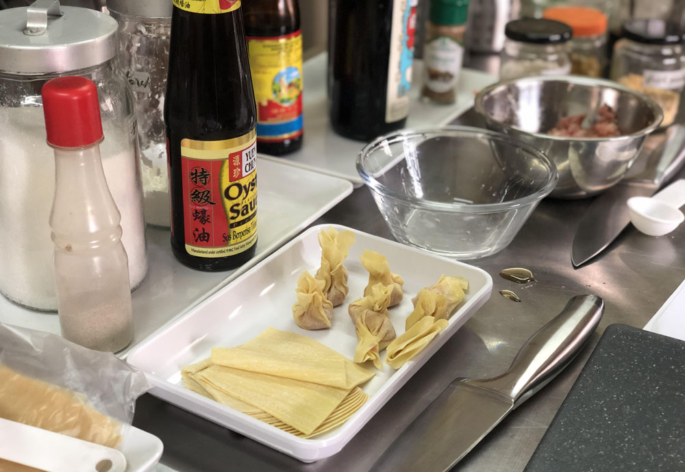 Learn to marinade & wrap wantan