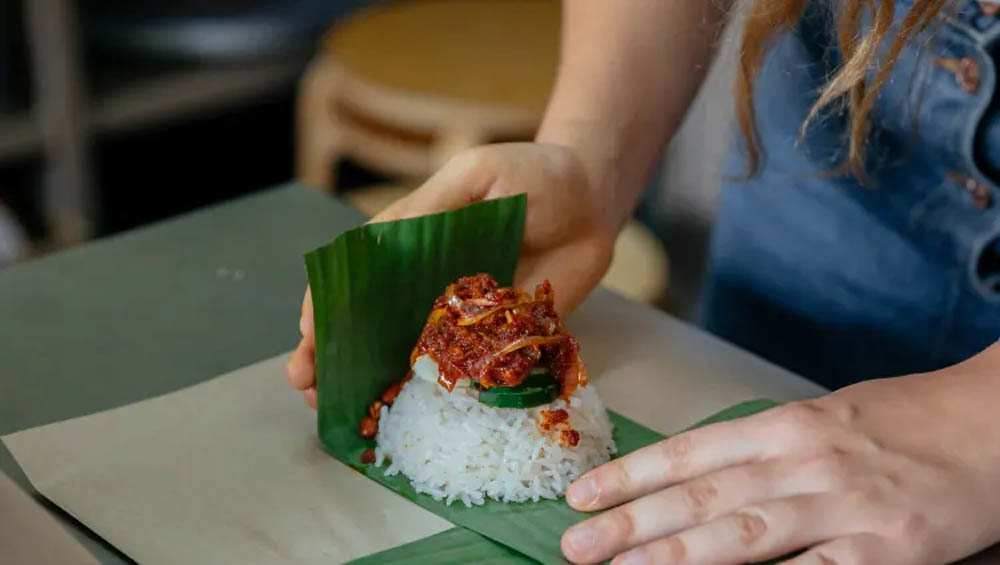 Wrap coconut rice into takeaway banana leaf packets