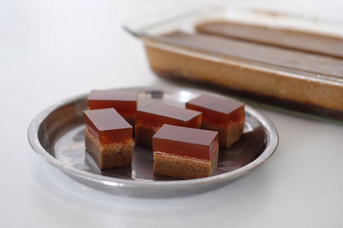 Make local jelly using healthy ingredients like agar-agar (from algae) & coconut milk